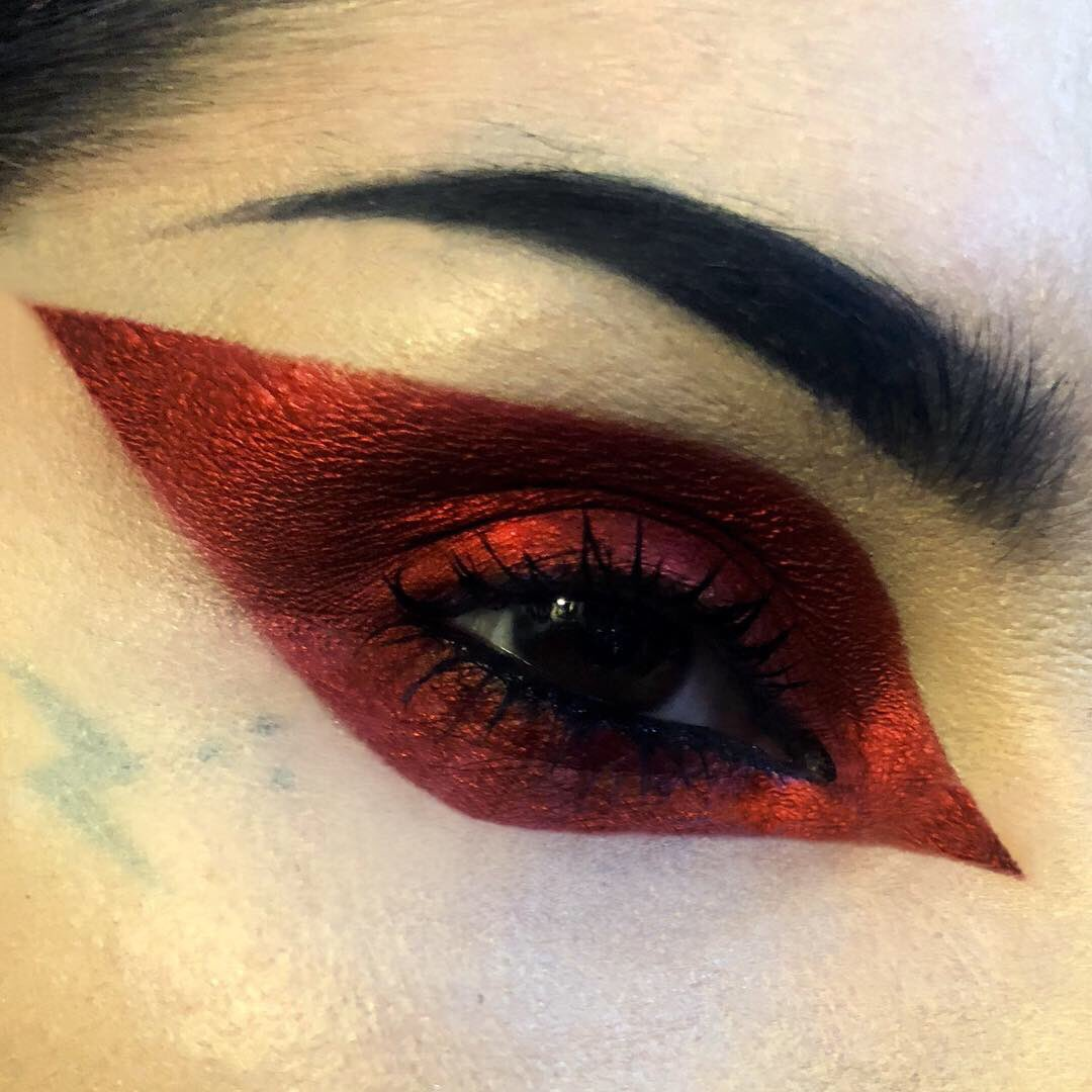 """The ultimate red metallic/foil shadow : """"Swoon"""" is officially available today on katvondbeauty.com! ❤️🗡"""