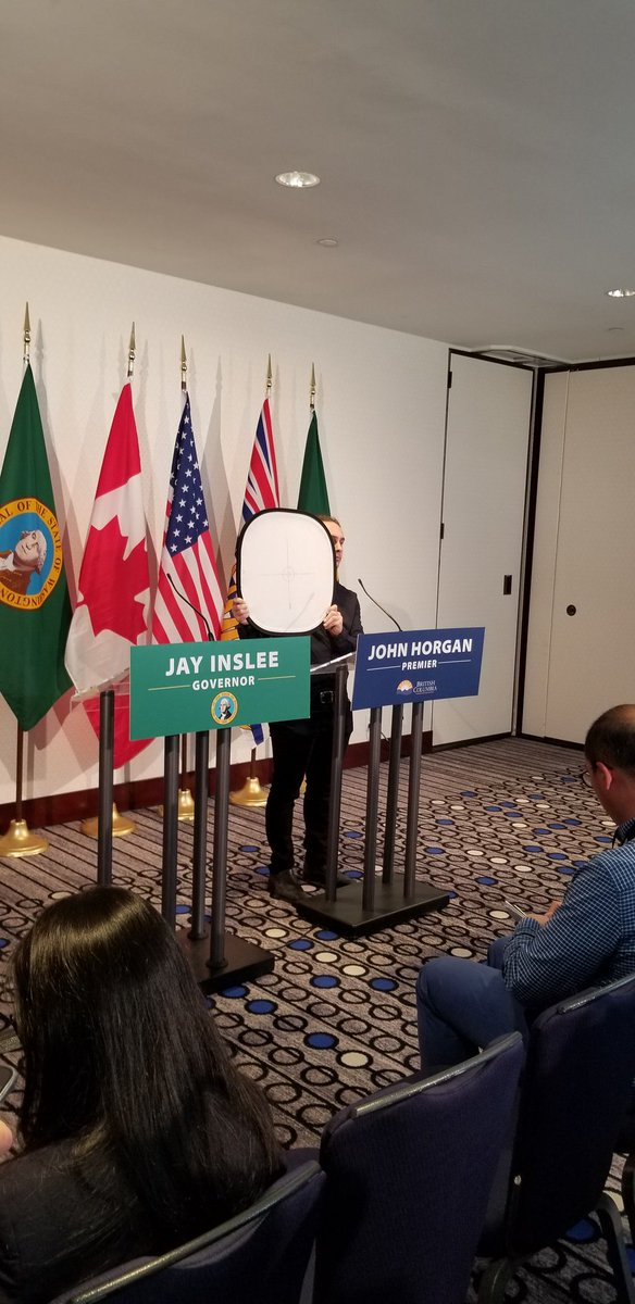 Awaiting news conference with @GovInslee and @jjhorgan at #ConnectCascadia event. #bcpoli #uspoli #emptypodium