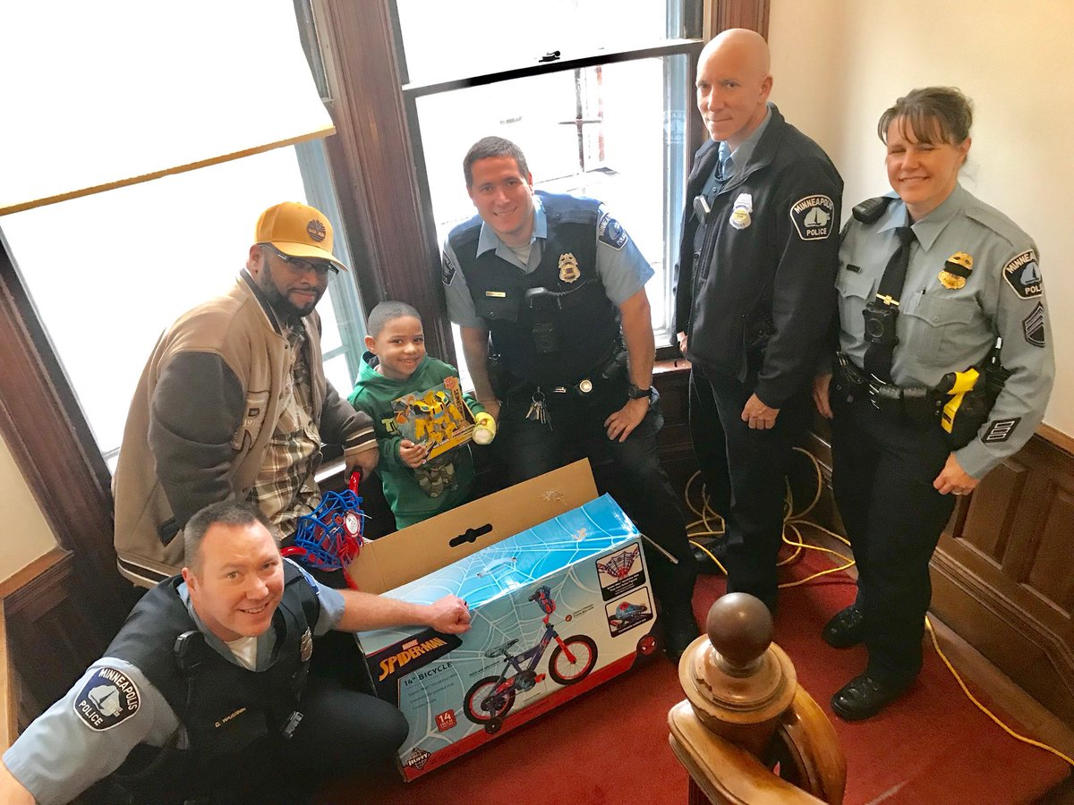 Minneapolis Police On Twitter Today 4th Precinct Officers Surprised Four Year Old Aden Of Minneapolis With A Visit The Officers Talked With Him And Gave Him A Few Gifts Aden Is A Victim Of
