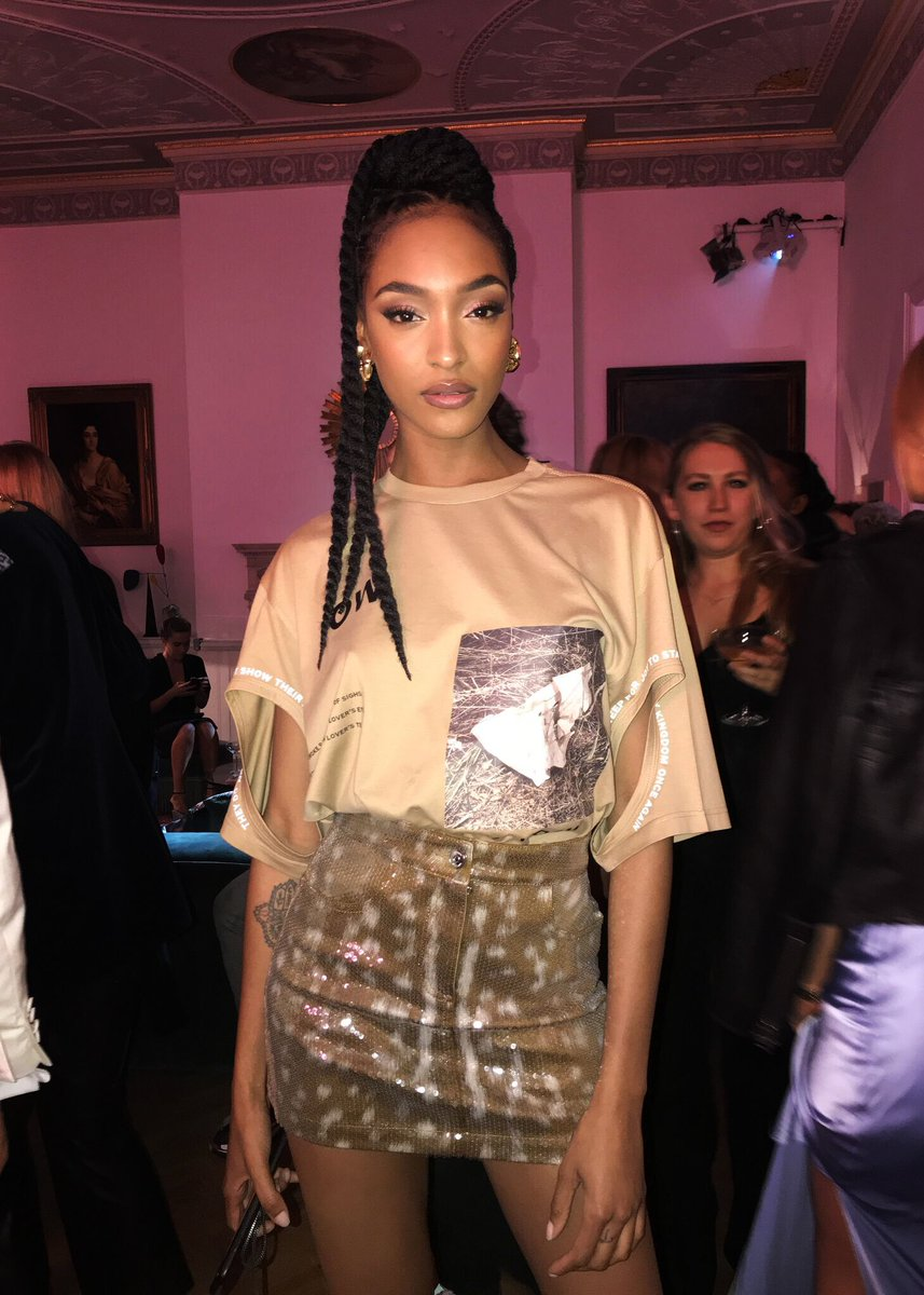 .@missjourdandunn at the #BurberryHer House Party wearing a t-shirt from the Spring/Summer 2019 runway collection - Kingdom