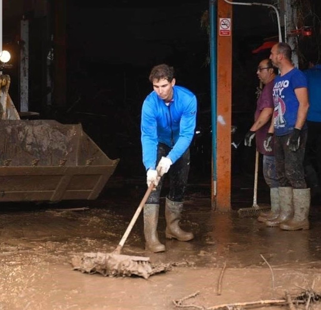 Rafa Nadal is an example for ALL.  This is #RafaNadal pictured helping his community after the floods in Mallorca. This crazy successful athlete isnt just writing an animo post on Instagram. Hes out there getting dirty and HELPING.  Wow. Wow.  <br>http://pic.twitter.com/BcVfQNS98Q