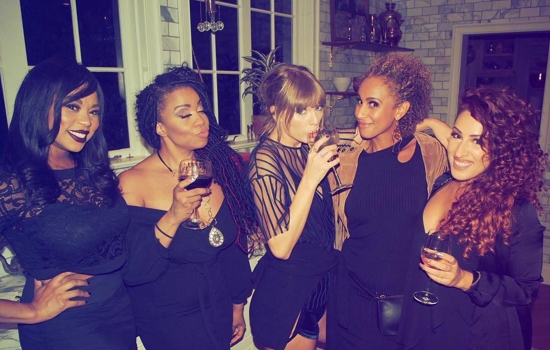 """Taylor Swift >> álbum """"Reputation"""" (IV) - Página 2 DpLObI2VsAA-9AQ"""
