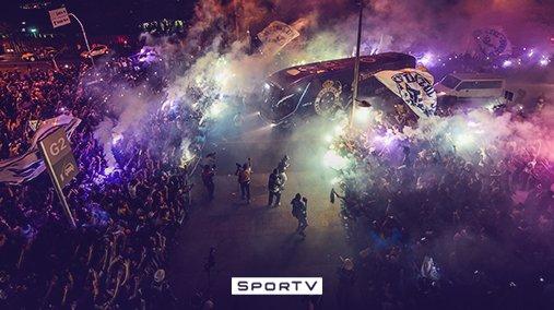 c8d7930282 Pense numa festa bonita! É essa chegada do ônibus do  Cruzeiro ao  Mineirao