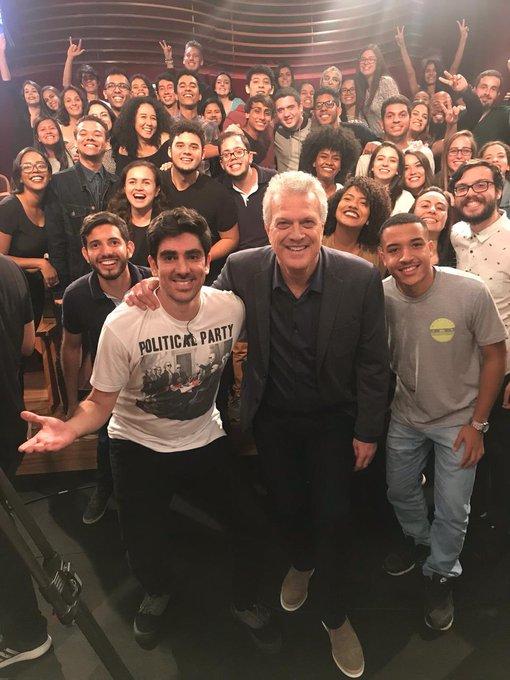 Hoje, depois do @JornalDaGlobo estarei imitando os presidenciáveis e rindo em tempos difíceis no #ConversaComBial Vem com a gente! ❤️🍀🌊🤙🏽 Foto