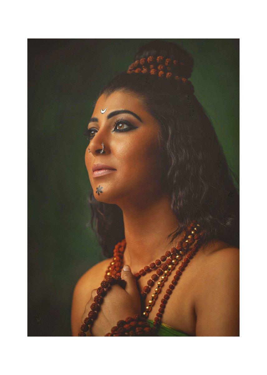 ( द्वितीय ) Brahmacharini depicts Tranquility.  #navratri #godiskind #lifeisgood #tejaswinipandit  Photography : @bharatpawarphotography  Mua : @vinodsarode  Hair : poonam gaikwad  Styling : @Nakshatradew Jewellery partner : @aadyaaoriginals