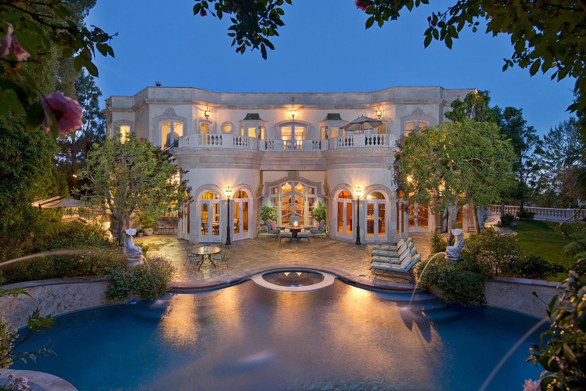 Owning a beautiful house in LA #امنيه_ودك_تحقق_قريب <br>http://pic.twitter.com/17BEVjW3h5