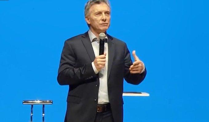"""#ArgentinaExporta @mauriciomacri """"Sabemos que estamos pasando meses difíciles. No podemos gastar más de lo que tenemos. Las PyMES tienen que desarrollar su capacidad de exportación y creemos que esta es la herramienta"""" SI SE PUEDE!! SIGAMOS CAMBIANDO JUNTOS!! Photo"""