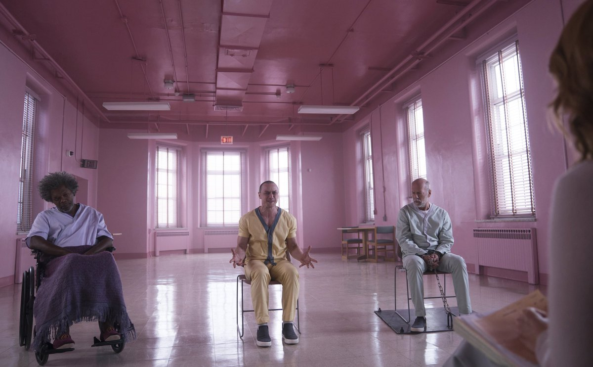 #OnlyFilmTrailerNews: The new trailer for #GlassMovie drops later today! Who&#39;s excited? Cast: #JamesMcAvoy, #BruceWillis, @SamuelLJackson, @AnyaTaylorJoy, @MsSarahPaulson.<br>http://pic.twitter.com/Zx58OxkPMD
