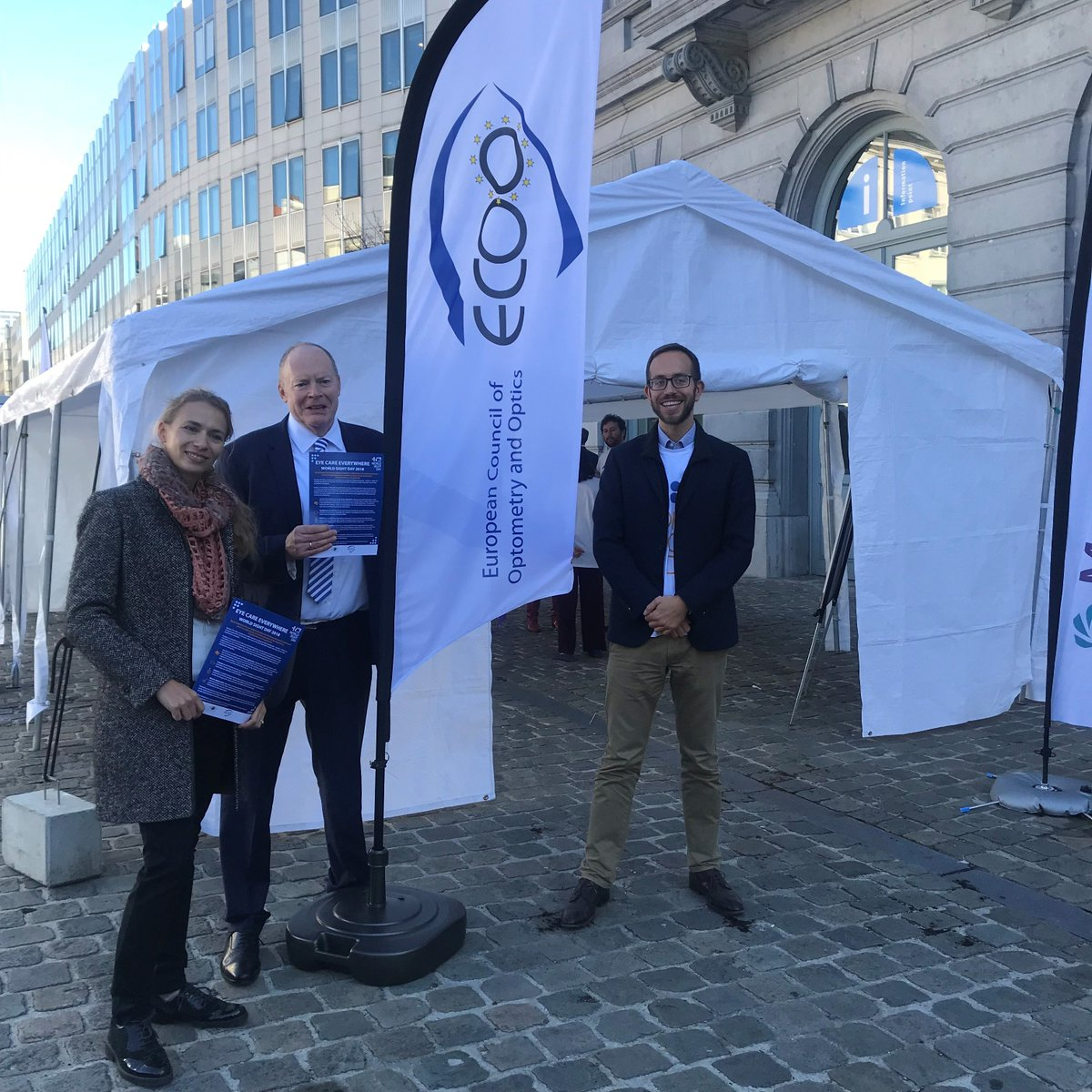 The #WorldSightDay Buzz Wire Challenge is in full swing! Can you beat us? Join us and @ECVtweets @eu40 &amp; @medtecheurope on Place du Luxembourg in Brussels!<br>http://pic.twitter.com/hHRA6ODmpW