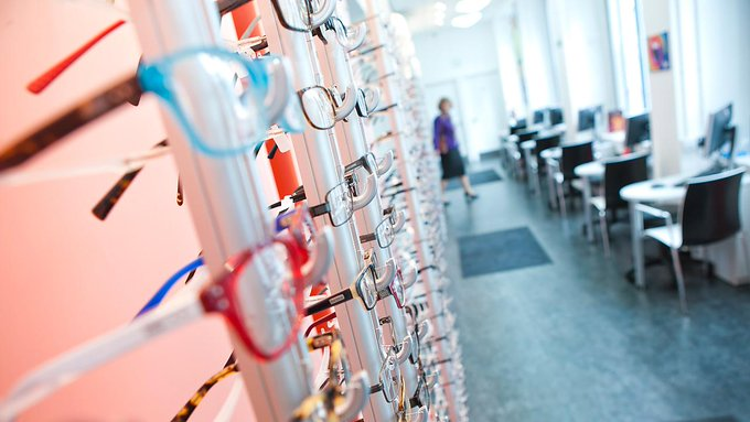 Today is #WorldSightDay 👁️ Did you know that our Centre for Eyecare Excellence offers free sight tests and contact lens assessments to staff, students and members of the public during the academic year? Find out more here > Photo