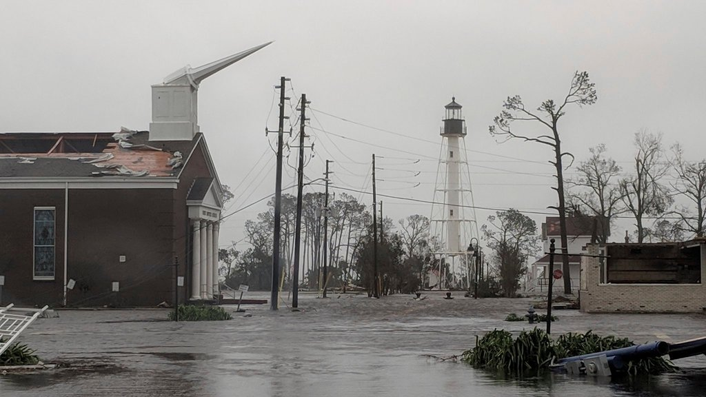 &quot;The 'Greatest Hoax' Strikes Florida&quot; by NICHOLAS KRISTOF via NYT  https:// ift.tt/2A3AVgV  &nbsp;  <br>http://pic.twitter.com/H4jV15QoPp