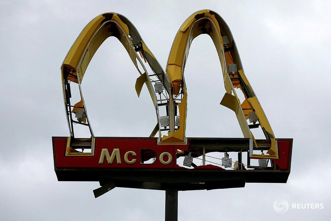 if only there was some sort of allegorical emblem for climate change denial. #imlovinit #TropicalStormMichael #HurricaneMichael<br>http://pic.twitter.com/lcu4Bxktbm