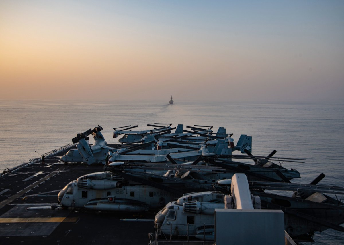 USS Essex (LHD 2) Amphibious Ready Group and @Official13thMEU transit the #StraitofHormuz in formation, ensuring maritime stability and security in the @US5thFleet region.