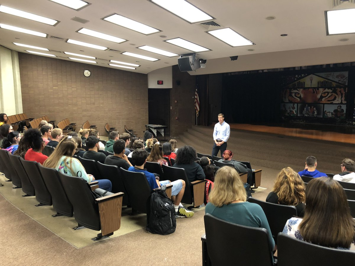 Good conversation with students at Beaver Falls High School today. Exciting to see so many young people all over #PA17 getting involved in this campaign &amp; the democratic process.   Now I&#39;m heading out to knock on some doors. <br>http://pic.twitter.com/oH5ut9g5fm