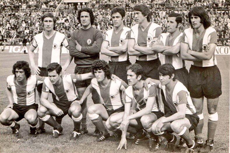 FOTOS HISTORICAS O CHULAS  DE FUTBOL - Página 2 DpP8XTiXUAEn3dC