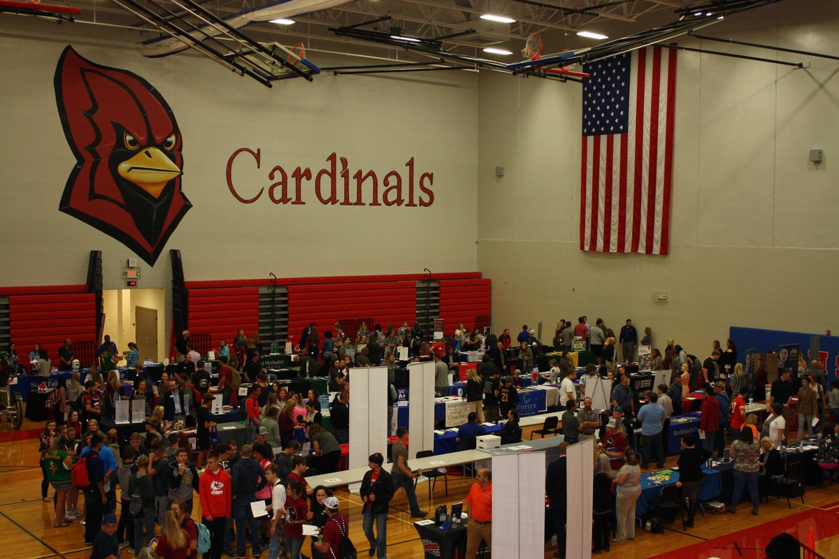 At the College and Career Fair on October 10, all juniors and seniors had the opportunity to talk to over 65 college, business, and military representatives. @ClintonMOCards @CHSCards  #CardinalPride