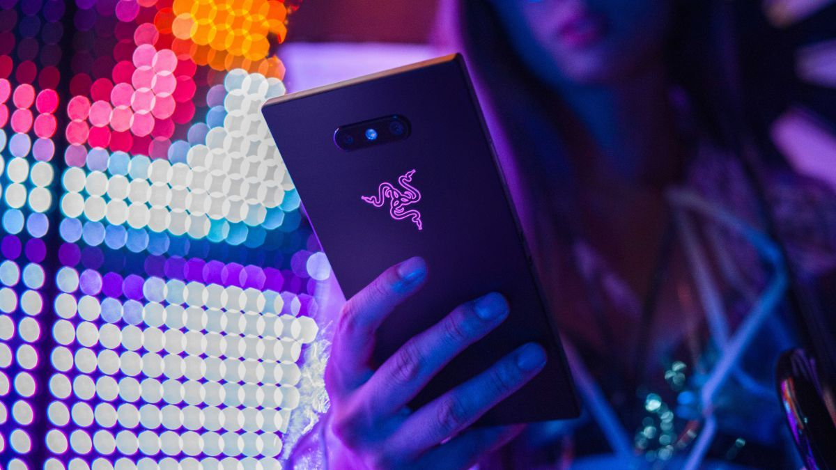 Razer Phone 2 is faster, brighter, louder, and perfect for Fortnite fans |  https:// buff.ly/2C7xyae  &nbsp;  <br>http://pic.twitter.com/OtUWh9a0Gl