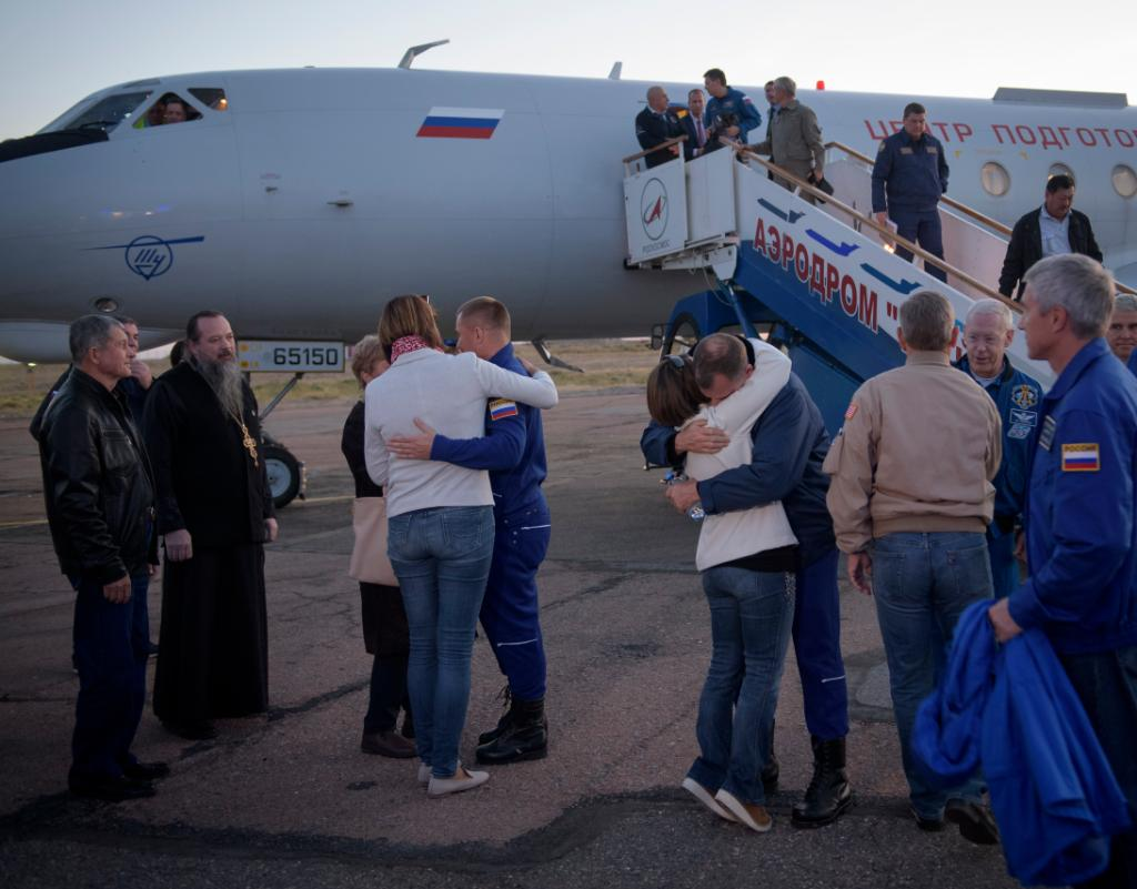 .@AstroHague, right, and cosmonaut Alexey Ovchinin, left, embrace their families after landing in Baikonur, Kazakhstan. Hague and Ovchinin arrived after a safe landing on Earth following a Soyuz booster failure during launch earlier. Look:  https://www. flickr.com/photos/nasahqp hoto/44524433524/in/album-72157700630905921/ &nbsp; … <br>http://pic.twitter.com/mZqIiL7RYi