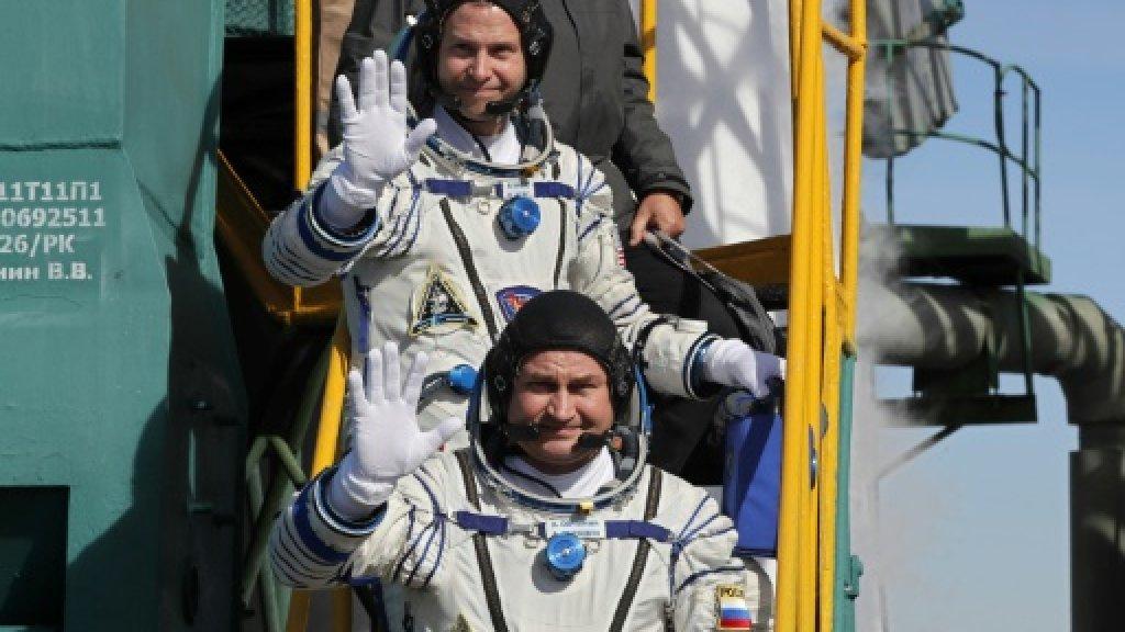 Crew of Soyuz rocket survive emergency landing after engine problem https://t.co/HNMQbBQ8AZ https://t.co/3UaMf1vwIf