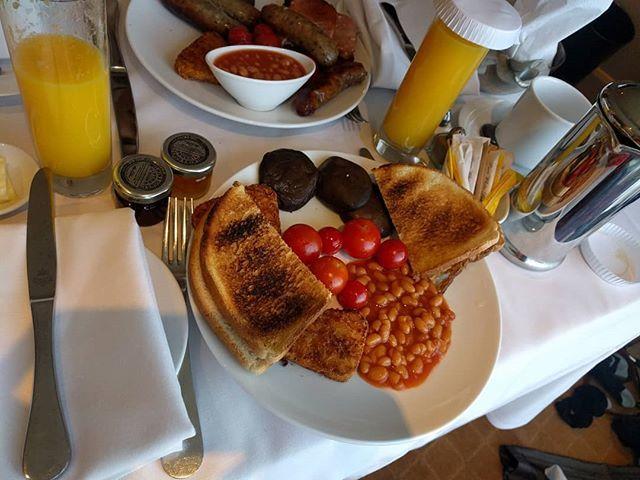 Hotel #breakfast! #mushrooms #hashbrown #tomatoes #toast #juice https://t.co/cwCzMGG48X https://t.co/TwoUkObyF0