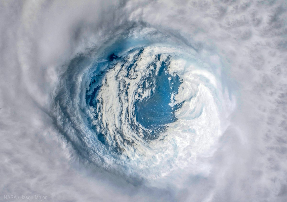 An incredible view down into the eye of hurricane #Michael as it made landfall on the Florida panhandle, captured from the Space Station on October 10, 2018 <br>http://pic.twitter.com/gSoEJcFHDP