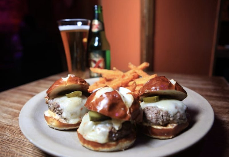 Sliders and a beer, and the day is better!  #dinner #NYCburgers https://t.co/xaJevMdF4O