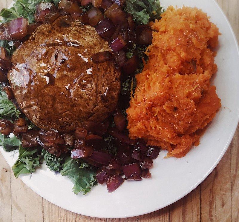 #vegan Portobello Steak Dinner With Mashed Sweet Potatoes https://t.co/weUDovoyaT https://t.co/vR1DpiKcBN