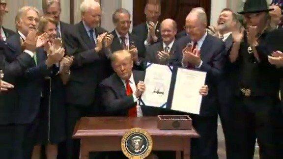 EARLIER: President Trump signs Music Modernization Act. https://t.co/KBb4BdRz7f https://t.co/uWDRLI4TOi