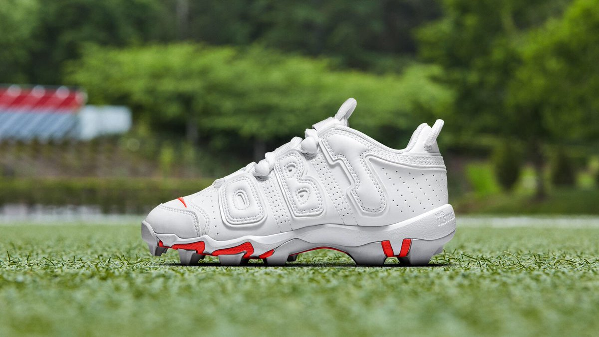 7fe659227b5 for thursday night football will be wearing his nike vapor untouchable pro 3  uptempo cleats in