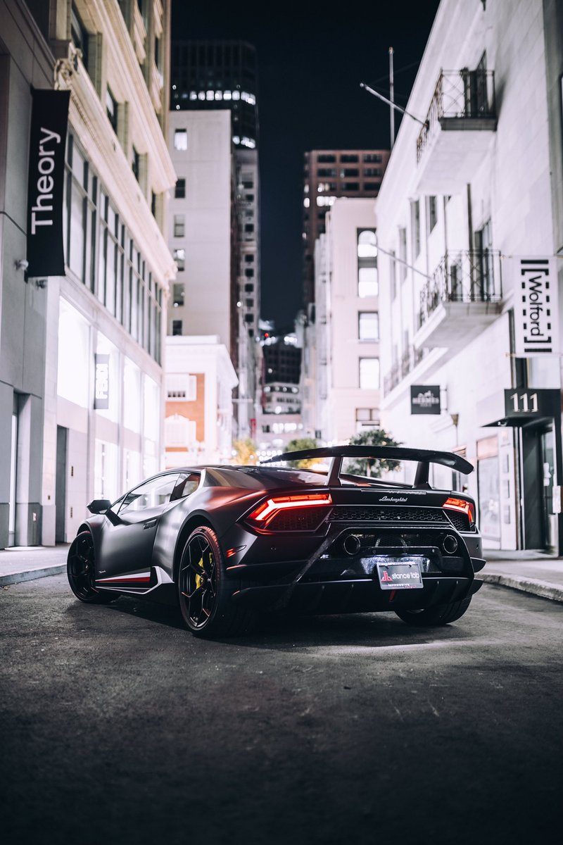 Night Shift #Lamborghini #LamborghiniHuracan #Performante #SanFrancisco  #stealthpic.twitter.com/bi0DXqjZwX