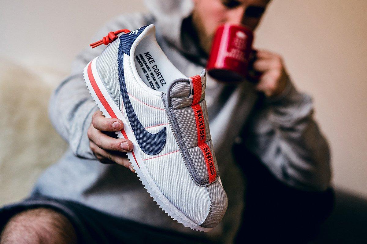 Kendrick Lamar & Nike made THE perfect house shoe:   ������  https://t.co/2PUZgwqZL7 https://t.co/QS1OHUSX7s