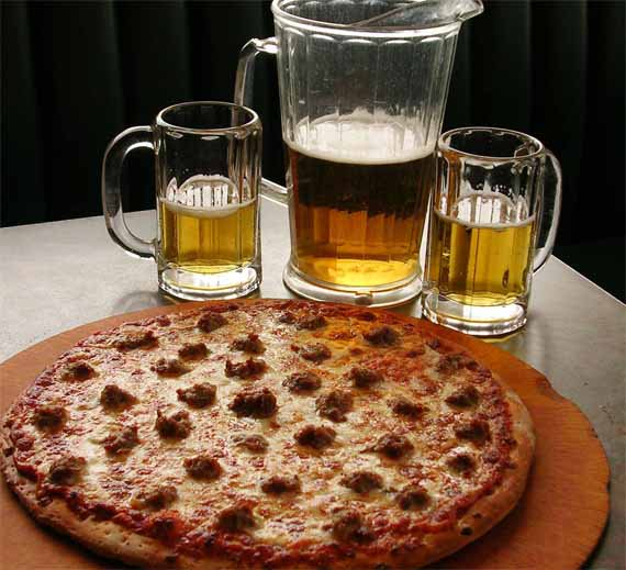 We couldn&#39;t decide whether to celebrate #NationalSausagePizzaDay or #ThirstyThursday @WhoopiesMind so we&#39;re having pizza and beer. Join @WKatCrook @SeanMODonnell1 @clark_gasm @Saga_Says @TheSeaRose @Danko_Richards @Lurchalmightyg1 and me for tagging fun on Monday at 6:30 PM ET.<br>http://pic.twitter.com/IJUKUbGUh2