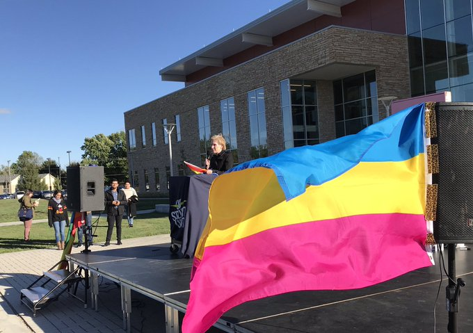 RT @ChancellorKoch: It was an honor to speak at the @UISGSS's #NationalComingOutDay event on the quad this afternoon. Your Chancellor suppo…