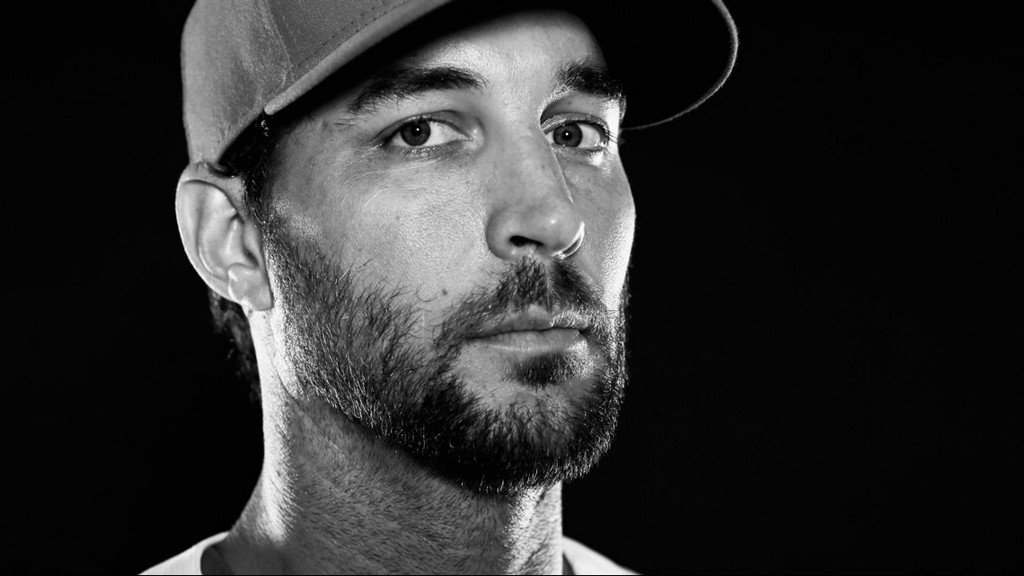 He's back! Adam Wainwright agrees to one-year contract with the Cards  https:// on.ksdk.com/2Oh6fkW  &nbsp;  <br>http://pic.twitter.com/ZAAXSs7fVv