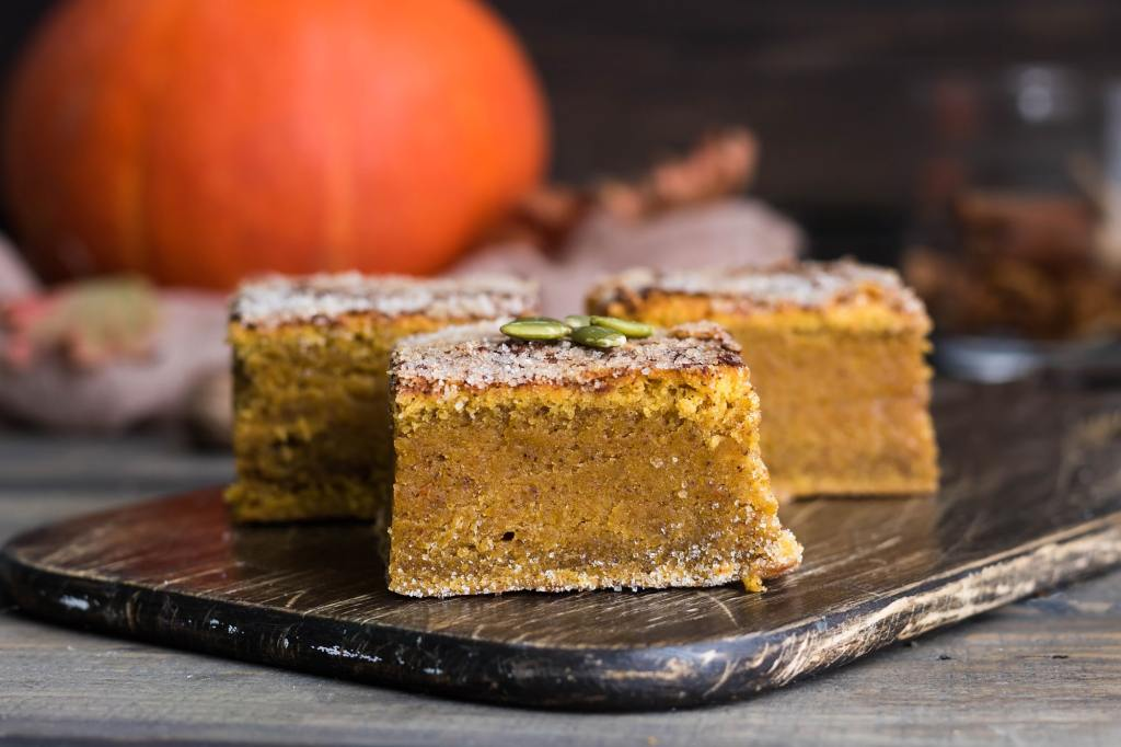 These Easy Pumpkin Pie Bars are incredible! https://t.co/vJpnh77ITj https://t.co/Yw2GbpZxto