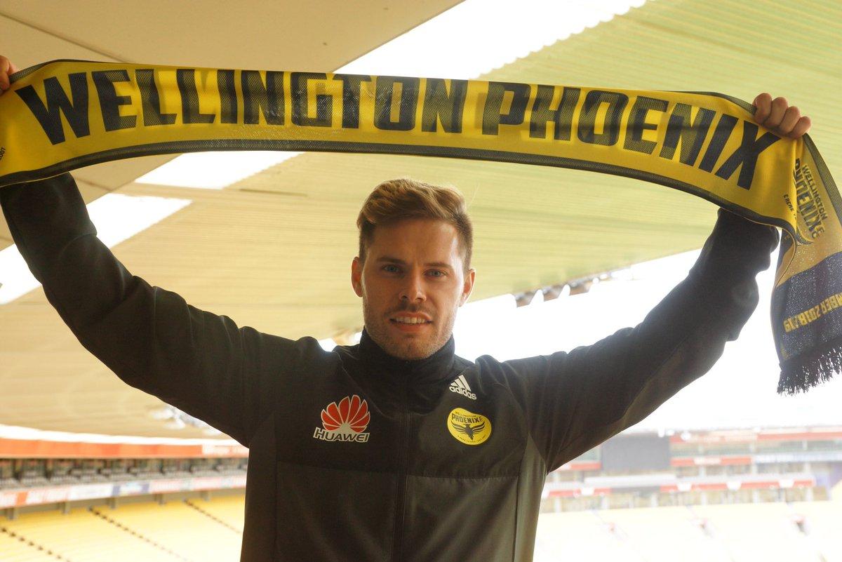 Mandi en su presentación como nuevo jugador del Wellington Phoenix (Foto: WP FC).