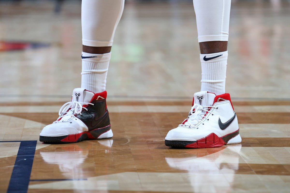 "online retailer 02d06 52dda A closer look at  J30 RANDLE wearing the Nike Kobe 1 Protro ""All-Star ""pic.twitter.com u8ITS06W5p"