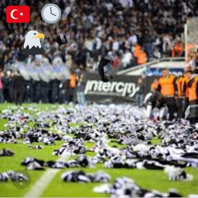 @Besiktas bi RUHTUR bir Bedene indirgenemez! Ç@RŞI VİCDANDIR yargılanamaz! #SürenDolduNamoğlu #DefolGitNamoğlu Photo