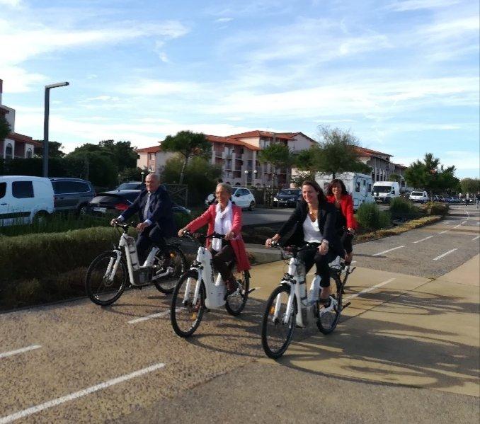 Quand la ministre des transports Elisabeth Borne essaye Alpha le vélo à hydrogène de @PragmaFuelCells . #H2now #environnement #mobilite #Vae