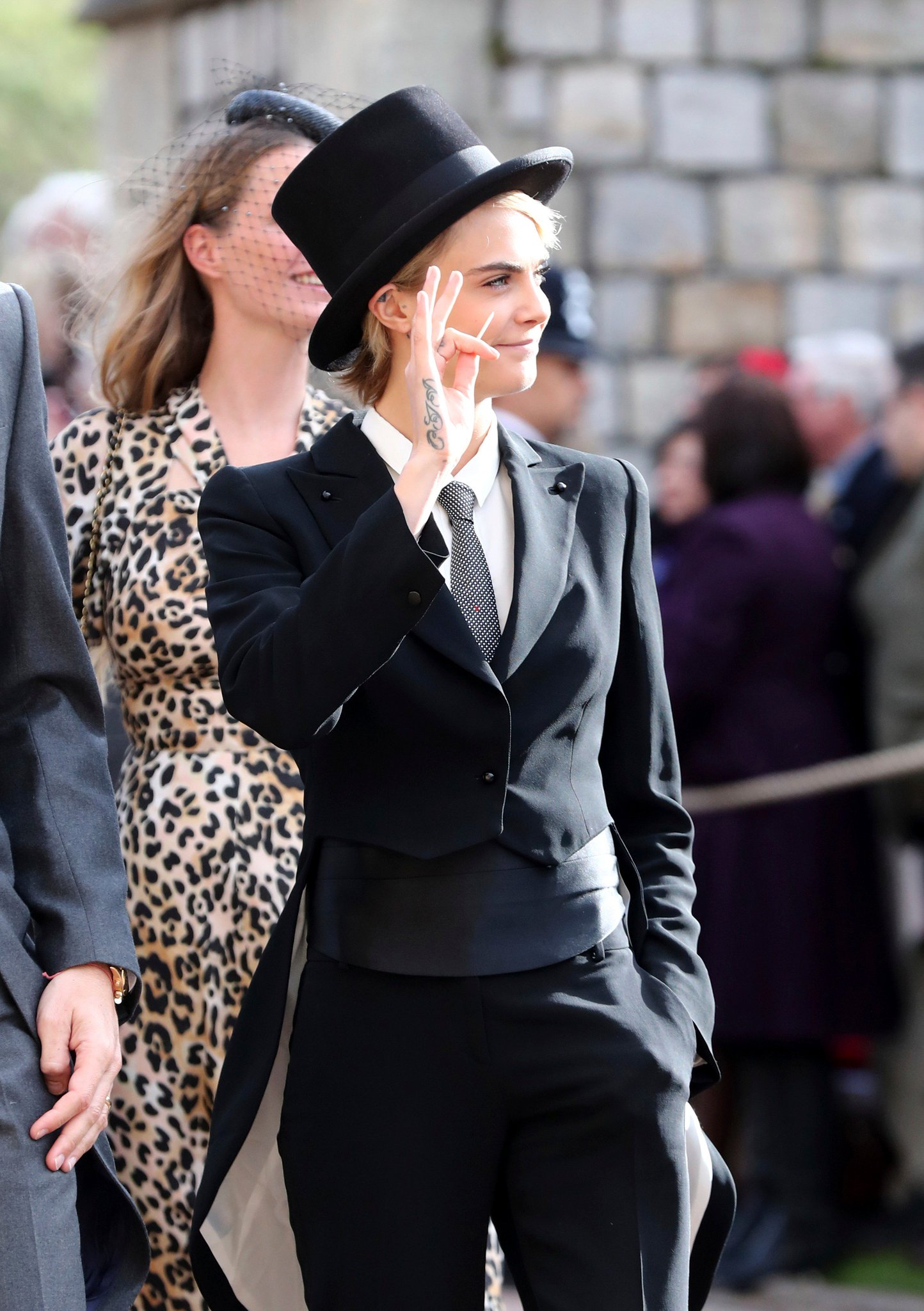 Now THIS is a look fit for a #RoyalWedding. ���������������� @Caradelevingne https://t.co/HVz6eRoLqW