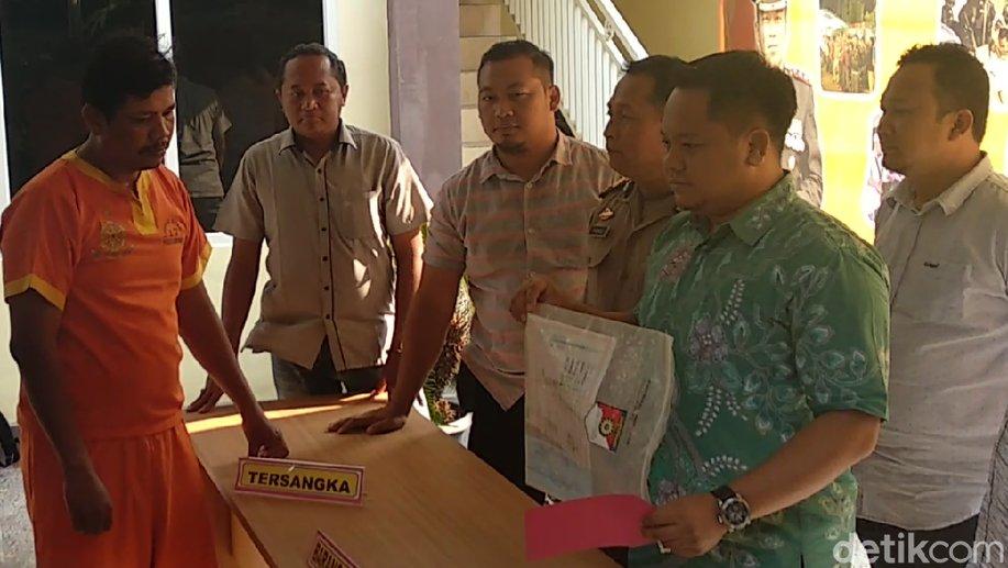 Jadi Calo PNS, Kepala Dusun di Lamongan Ini Ditangkap https://t.co/EgZFRtQ59D https://t.co/4YOHJcJ8X8