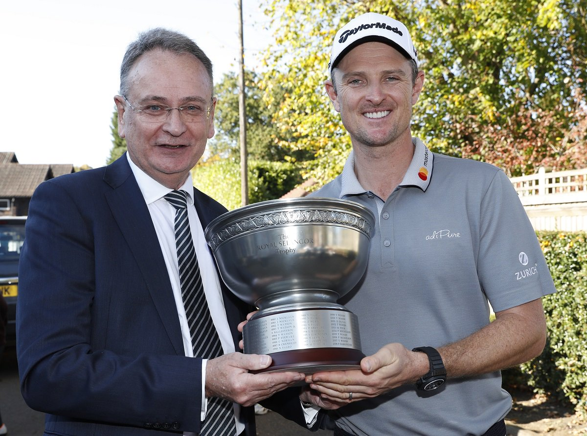 Going Low – Justin Rose has been awarded the @royalselangor Trophy for the lowest total score across this year's Majors.   #TheMasters #USOpen #TheOpen #PGAChamp <br>http://pic.twitter.com/ftjS1jUJcy