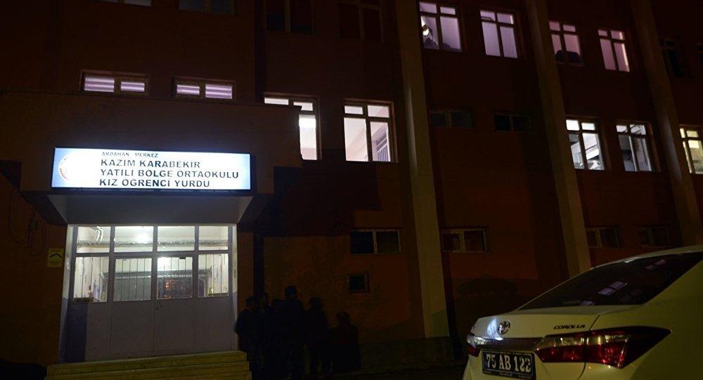 Ardahan'da üzerine dolap düşerek hayatını kaybeden öğrenci için soruşturma başlatıldı sptnkne.ws/jJTk