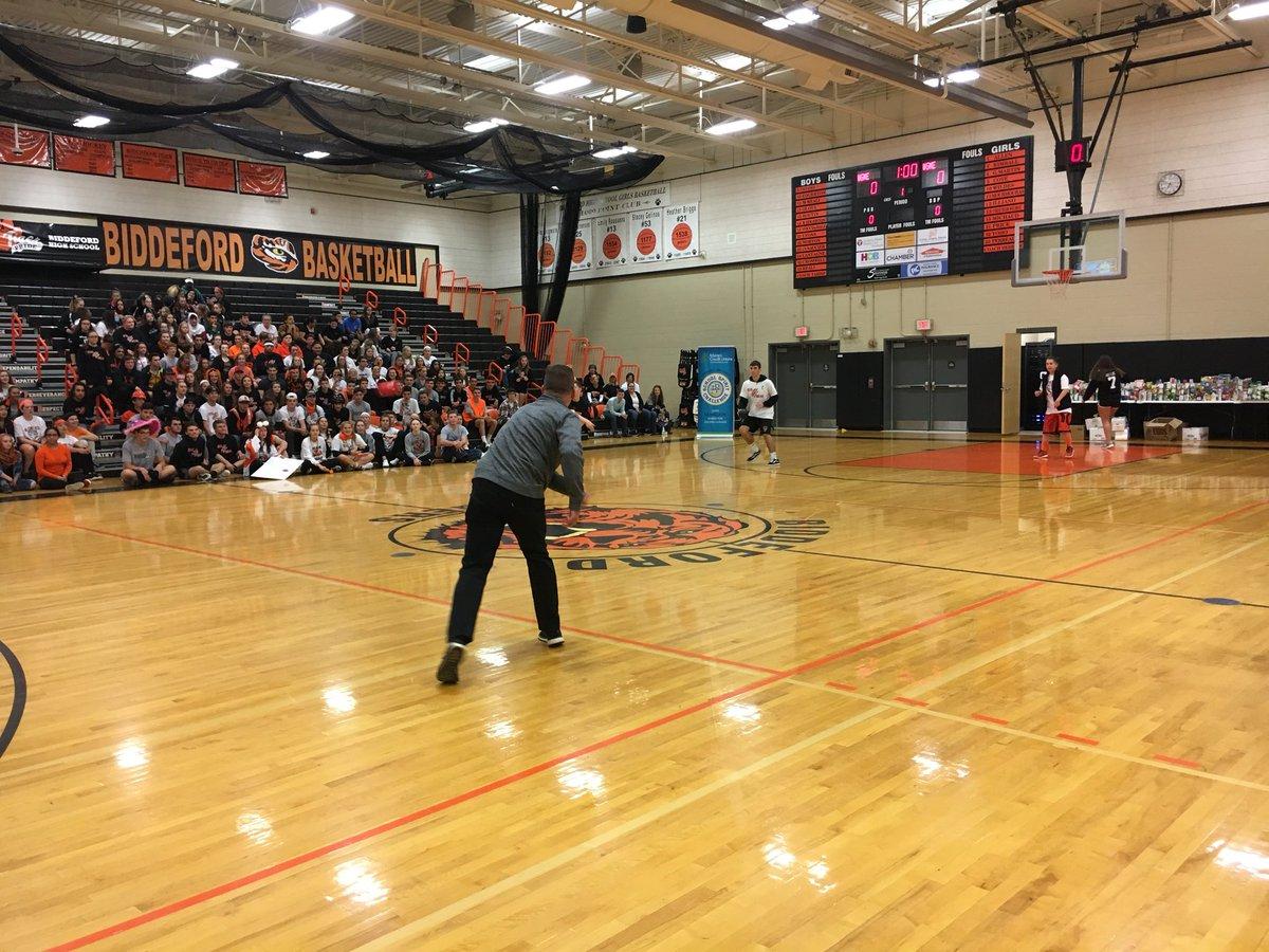 Cbs 13 News On Twitter Dodgeball It S Students Versus Teachers In This Intense Game Of Dodgeball At Biddeford High School Schoolspirit13