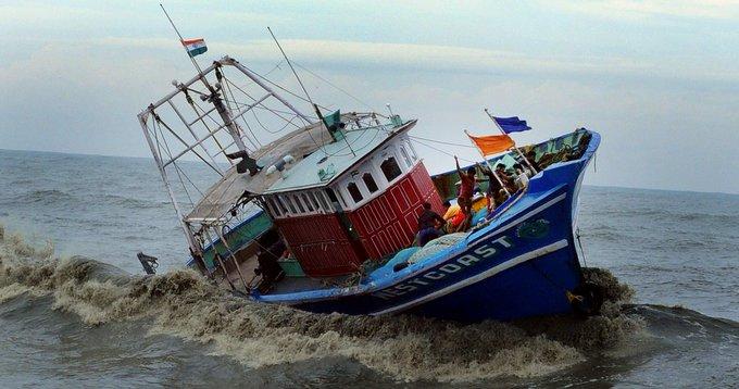 લુબાન વાવાઝોડાથી ઓમાનમાં ફસાયેલા 130 ગુજરાતી ક્રુ મેમ્બર્સને ભારત સરકારના સહયોગ અને રોયલ નેવી ઓફ ઓમાનની મદદથી હેમખેમ બચાવાયા #Gujarat Photo