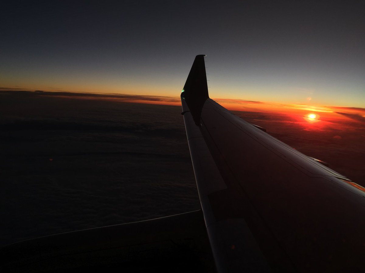 It is a beautiful day to fly! Sunrises at 30,000 feet are always heavenly. Thanks for the lift @Delta #fareview #sunrise #flydelta #msp https://t.co/TFI5dXvgkJ