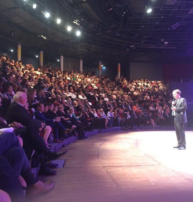Jean-Noël Jeanneney présente Michel Pastoureau. À retrouver en live sur notre site #RVH2018 Photo