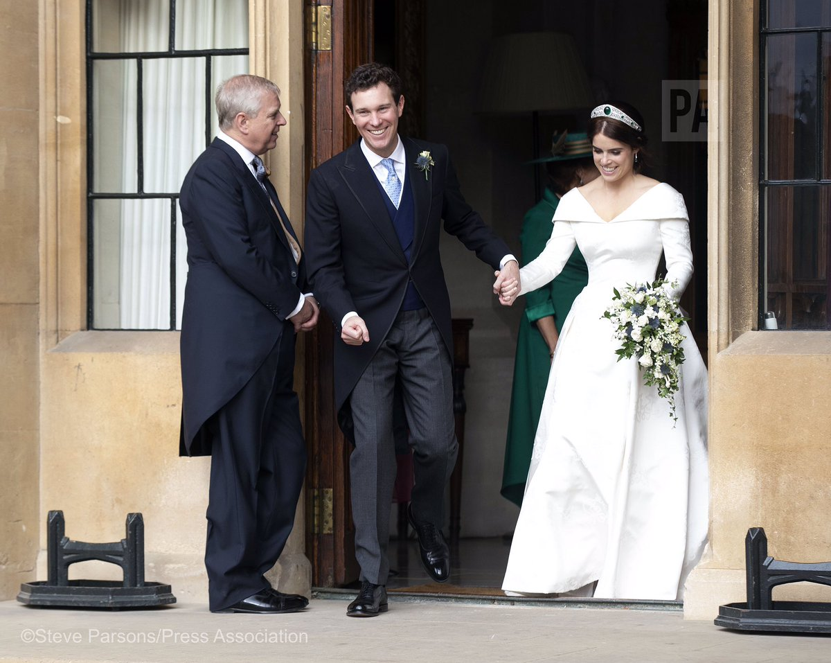 Princess Eugenie and Jack Brooksbank leave Windsor Castle in a Aston Martin car from a James Bond film. <br>http://pic.twitter.com/HsyC5mOa4V