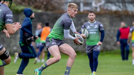 .@Fitz1Conor and Colm de Buitléar step up for @ConnachtRugby #CONvBOR #StrongerInGreen https://t.co/qoImC3iCzx https://t.co/y8n2kSdB7N
