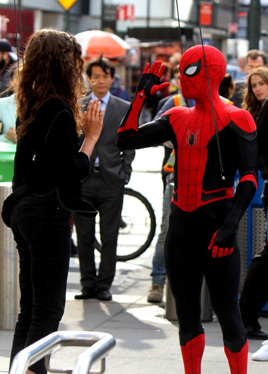 Spider Man asking for a high five to Michelle. #SpiderManFarFromHome